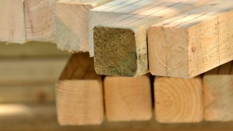 Holz für das Spielhaus mit guter Qualität.